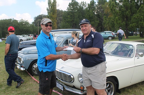 Loggies receiving his R1000 first prize from Vic Campher - the public voted for their favourite Volvo and Tom Campher Motors sponsored the prizes.